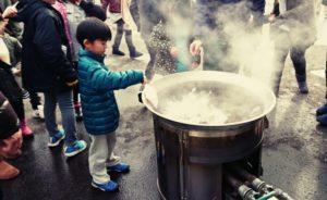 炊き出しの味噌汁